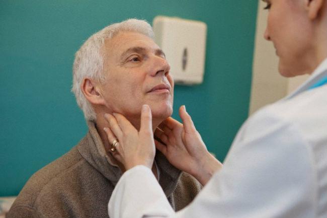 онколог диагностирует лимфому
