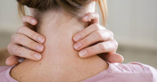 женщина с симптомами лимфомы