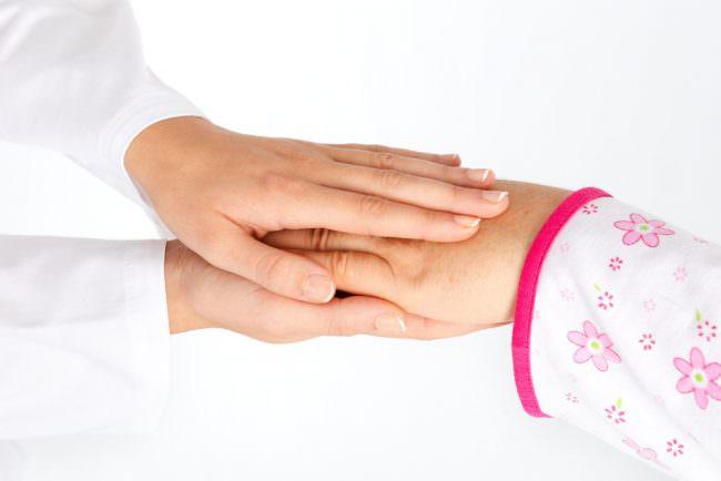 руки врача и пациента
