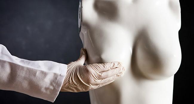 маммолог и манекен