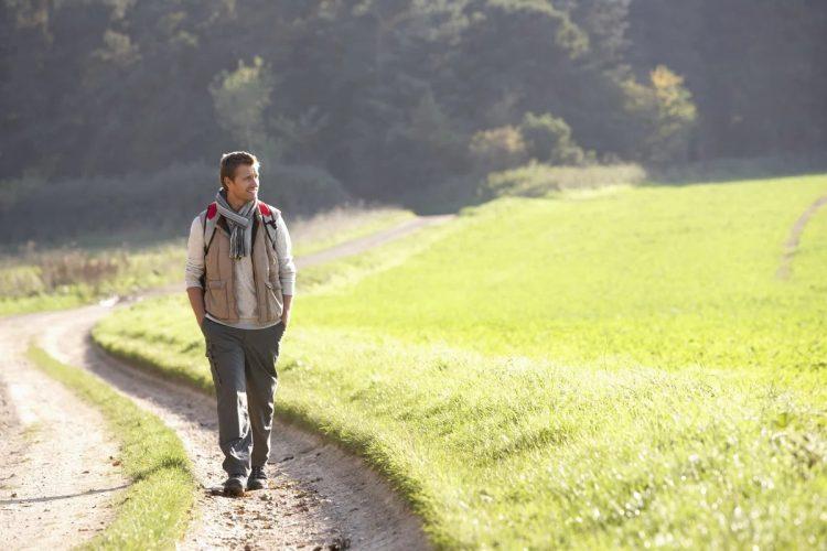 Мужчина на прогулке