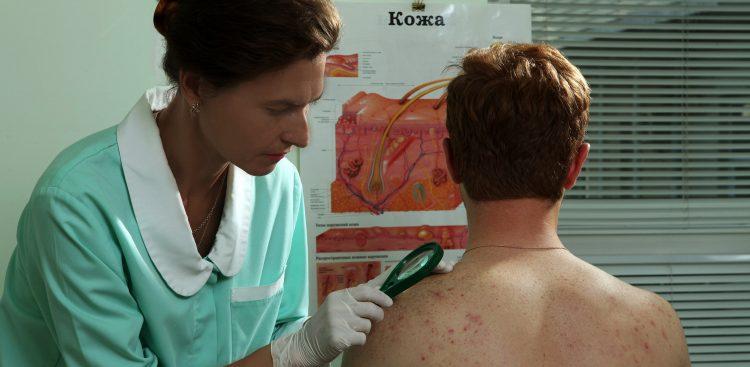 Осмотр тела пациента