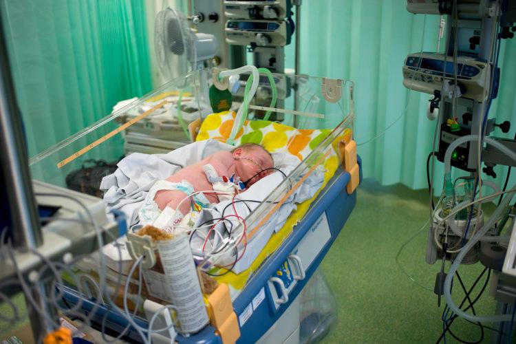 больной новорожденный