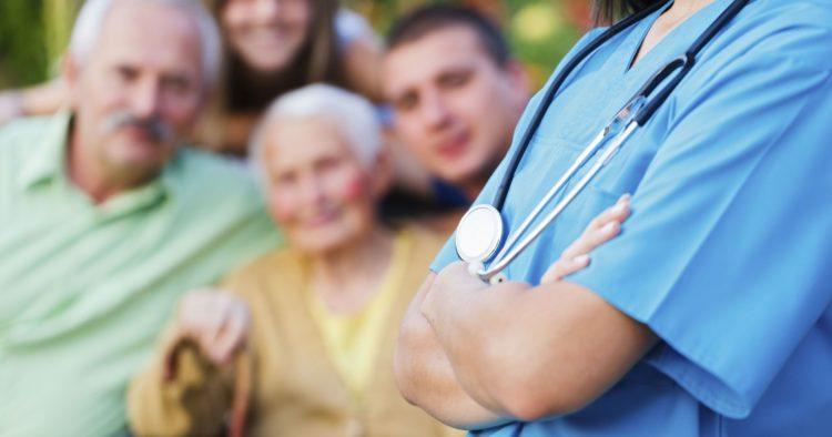 семья с пациентом у доктора