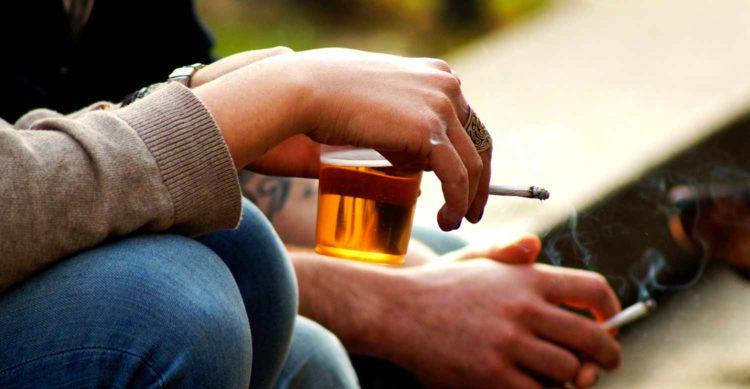злоупотребление алкоголем и сигаретами